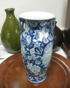 blue-white-vase-nu2u-resale